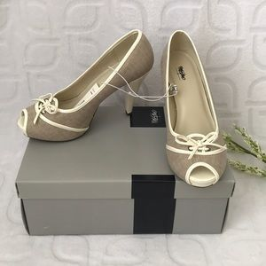 NWT Peeptoe Oxford Pumps Size 7